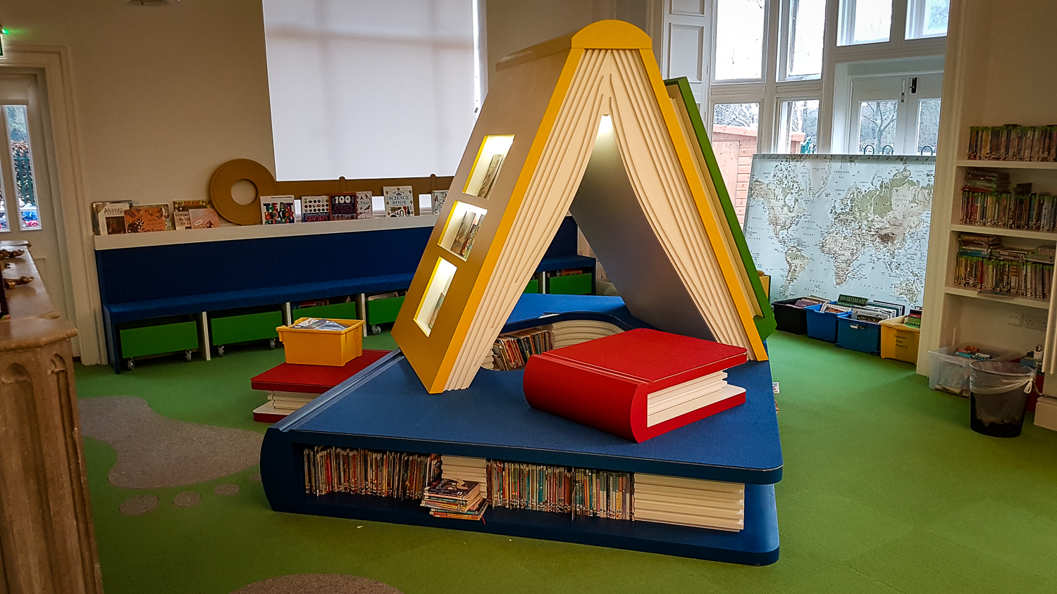 Lacquered feature book case for children